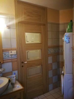 lesena notranja vrata s skritimi nasadili