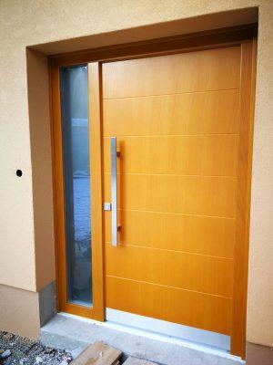 lesena vhodna vrata trček