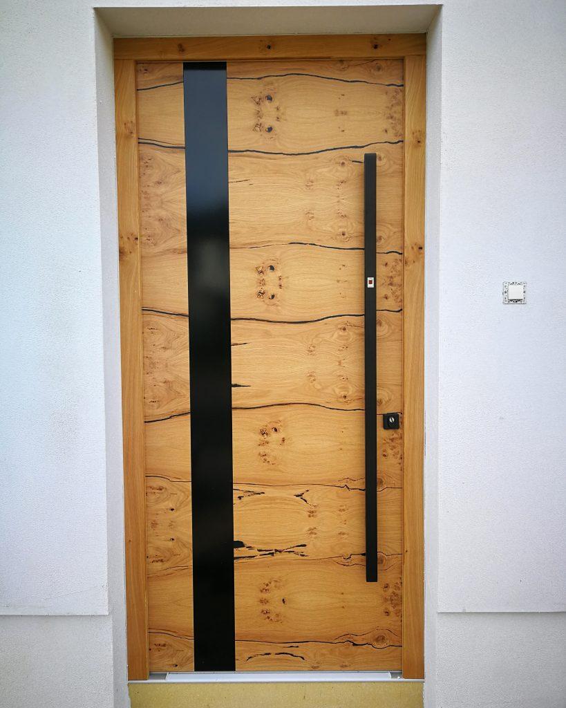 Lesena vhodna vrata